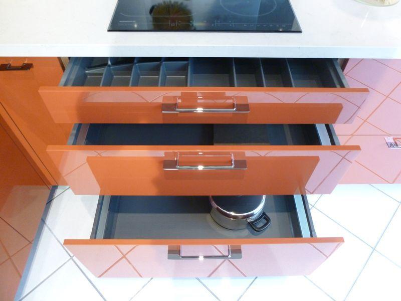 Cuisine schmidt de presentation modele strass colori for Electromenager restauration