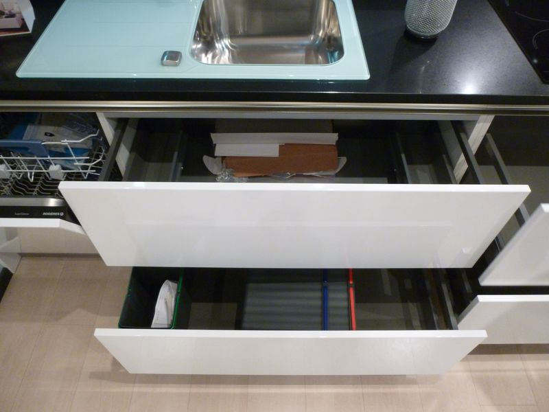 Cuisine schmidt de presentation modele arani colori blanc for Electromenager restauration