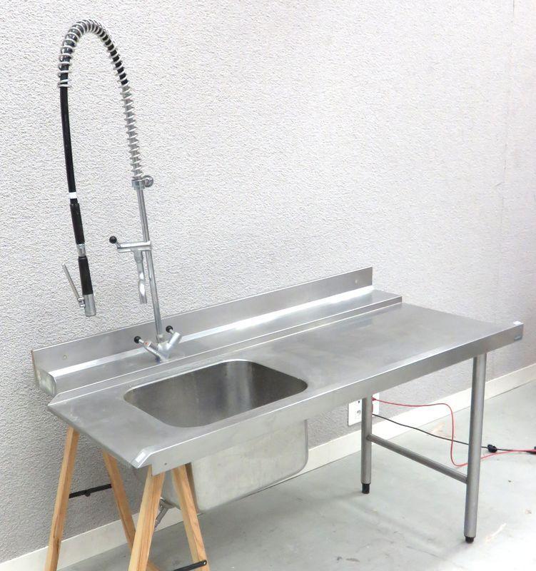 plonge un bac evier avec surface de preparation et robinet. Black Bedroom Furniture Sets. Home Design Ideas