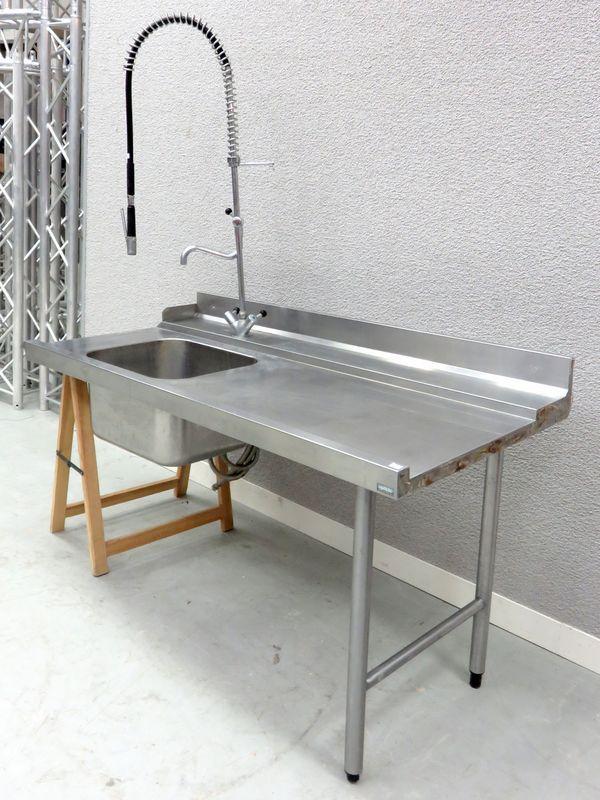Plonge un bac evier avec surface de preparation et robinet for Longueur evier
