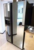 Vente aux encheres d 39 un showroom de cuisines schmidt et for Frigo americain miroir