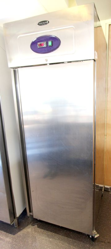 armoire refrigeree negative a une porte de marque tefcold. Black Bedroom Furniture Sets. Home Design Ideas