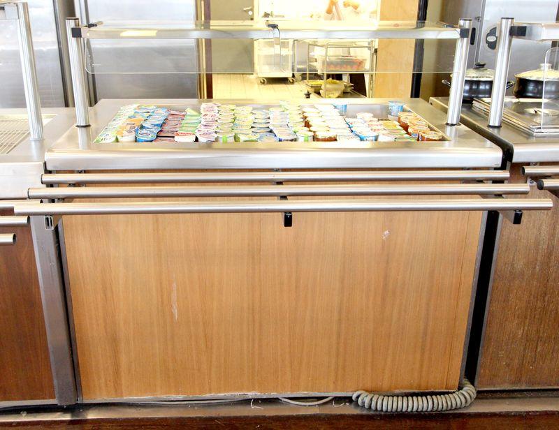 Meuble refrigere ouvrant par une porte en partie basse for Porte yaourt