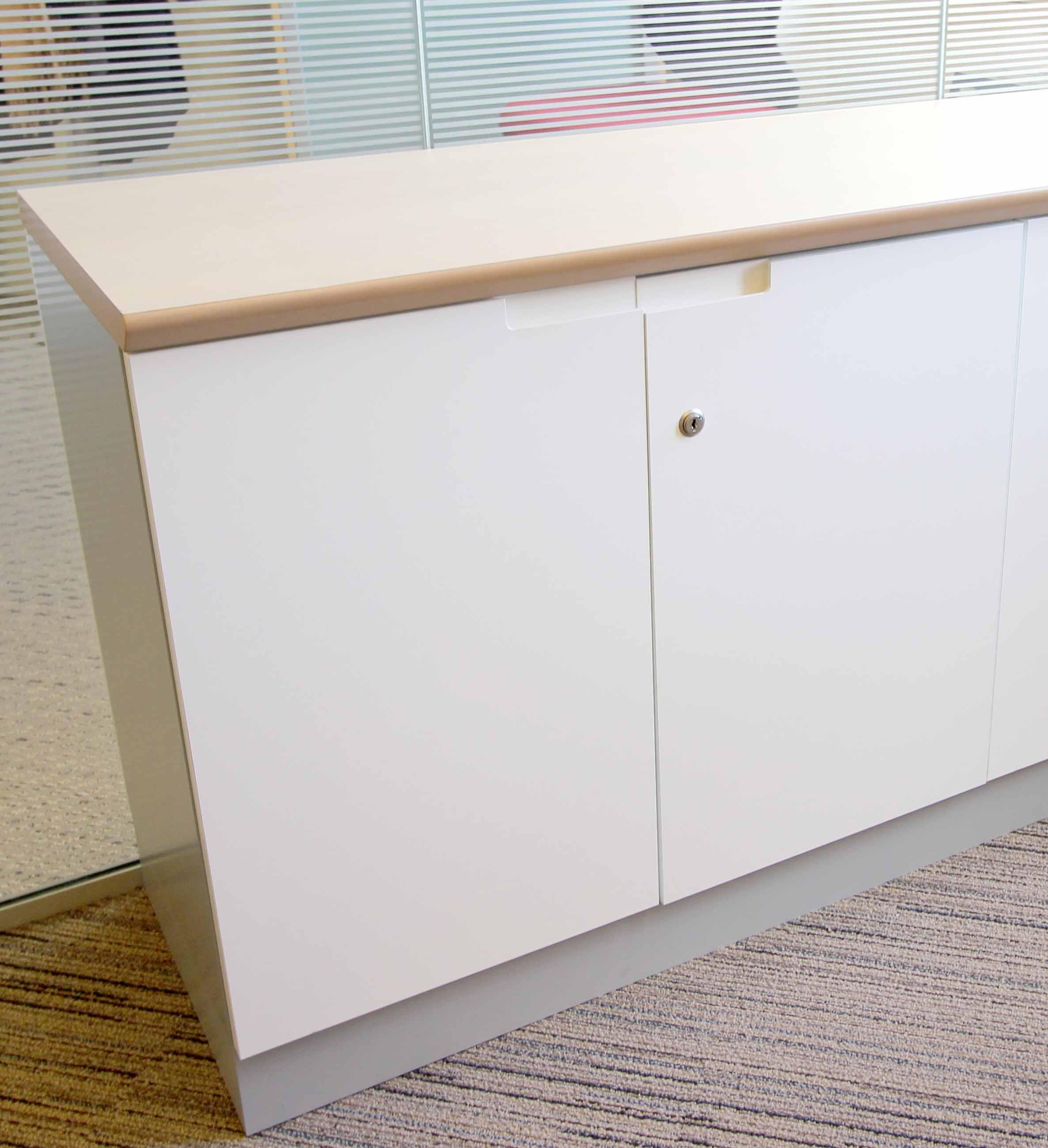 meuble bas a 2 portes de couleur blanche fermeture a cle 75 x 80 x 44 cm quantite 160 unites lot ve. Black Bedroom Furniture Sets. Home Design Ideas