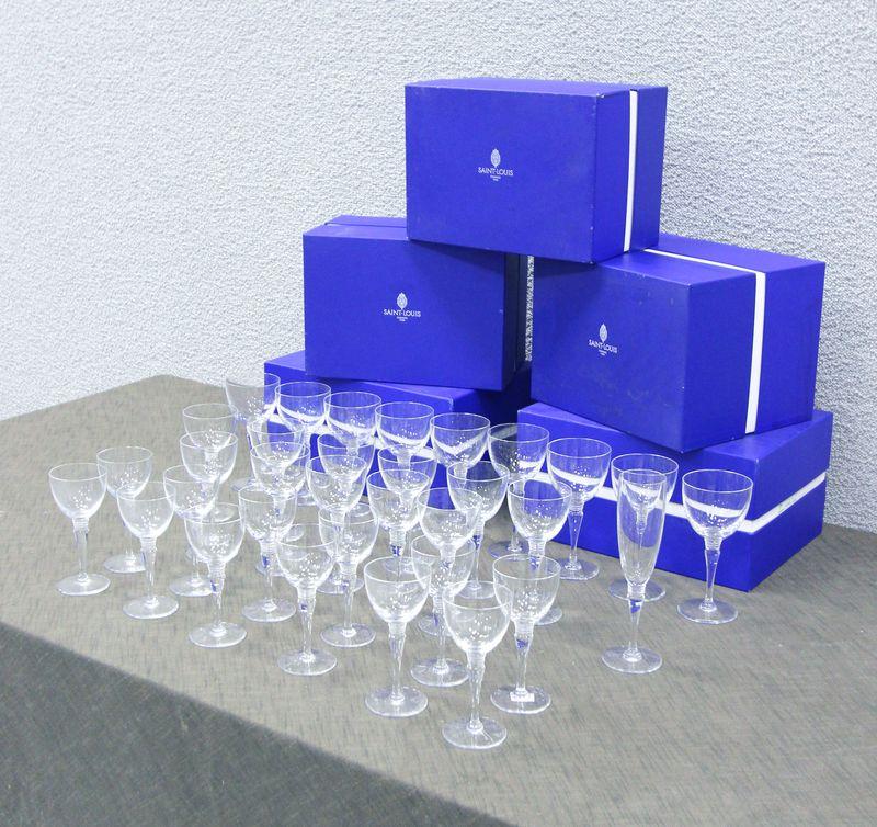 saint louis service de verres en cristal modele grand lieu comprenant 8 verres a eau 12 verres a bo. Black Bedroom Furniture Sets. Home Design Ideas
