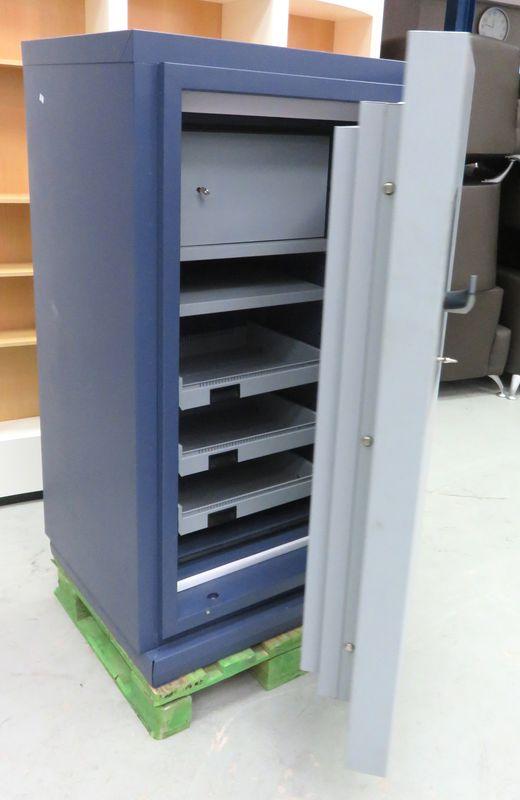 armoire forte inifugee de marque fichet modele pyrox 300 ouvrant sur 3 etageres en acier dim h140 x. Black Bedroom Furniture Sets. Home Design Ideas