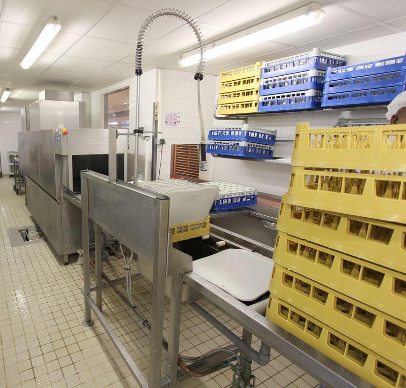 Tunnel de lavage de marque hobart complet avec rouleau for Machine plonge restaurant