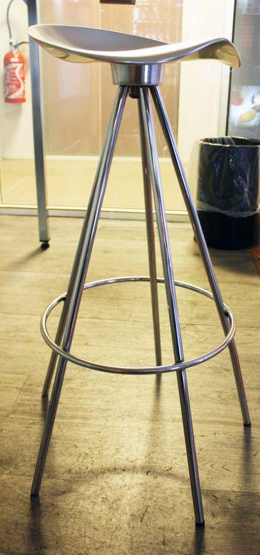 tabouret de bar a pietement en acier chrome assise pivotante en aluminium anodise designer pepe cor. Black Bedroom Furniture Sets. Home Design Ideas