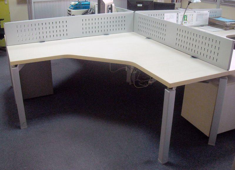 Bureau de marque haworth modele 3d plateau couleur hetre pietement
