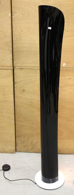 artemide lampadaire modele cadmo en metal bicolore noir et. Black Bedroom Furniture Sets. Home Design Ideas
