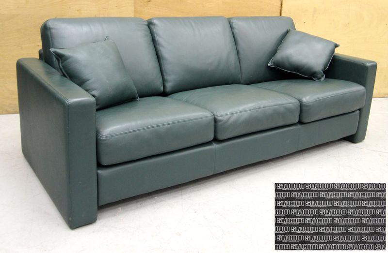 canape 34 places de marque swann en cuir vert bouteille comprennent 3 cousins dassises 3 lombaire e. Black Bedroom Furniture Sets. Home Design Ideas