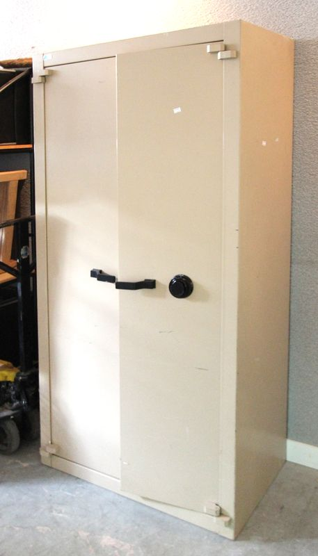 armoire forte de marque acial modele 2c 1330 a combinaison. Black Bedroom Furniture Sets. Home Design Ideas