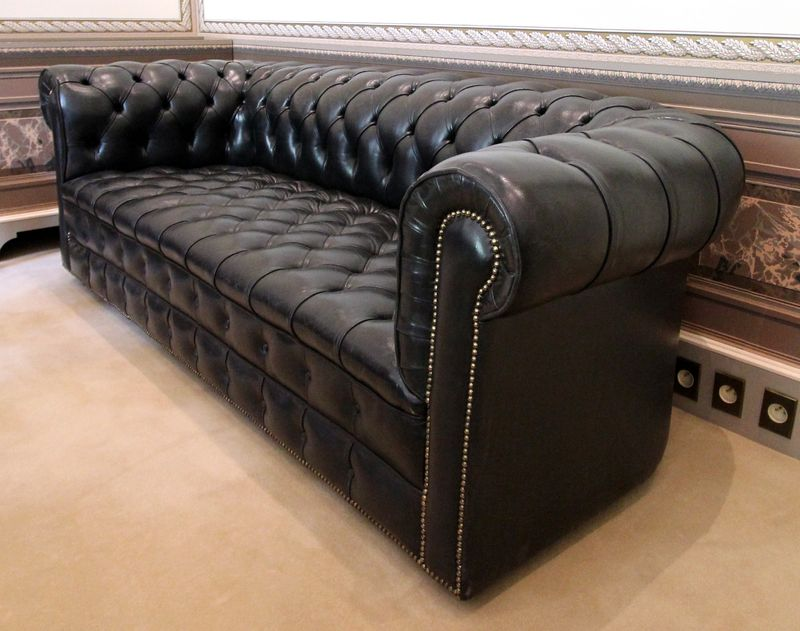 Canape en cuir capitonne de style chesterfield 3 places for Ou acheter canape paris