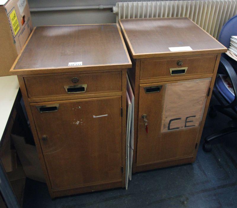 suite de 3 meubles en bois naturel ouvrant par un tiroir et un ventail en facade travail des annees. Black Bedroom Furniture Sets. Home Design Ideas