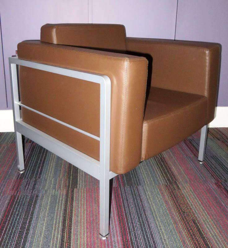 Canape deux places et deux fauteuils en cuir marron et for Canape et deux fauteuils