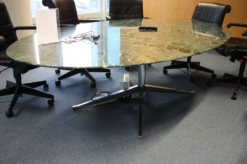table a plateau oval en marbre de couleur verte vernisse. Black Bedroom Furniture Sets. Home Design Ideas