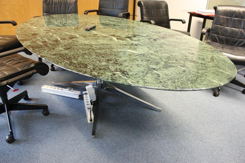 Table a plateau oval en marbre de couleur verte vernisse for Table knoll occasion