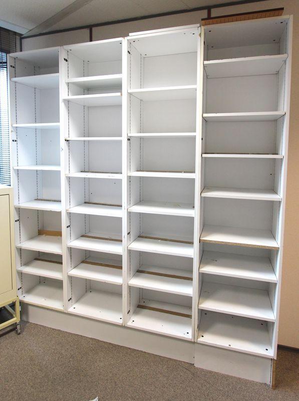 rayonnage a archives en bois stratifie blanc comprenant 24. Black Bedroom Furniture Sets. Home Design Ideas