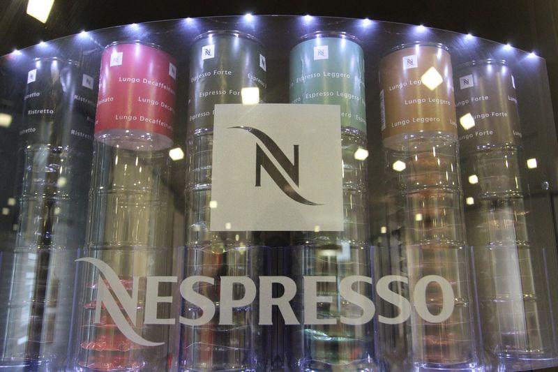 Meuble nespresso professionnel integrant deux machines - Poubelle deux compartiments ...
