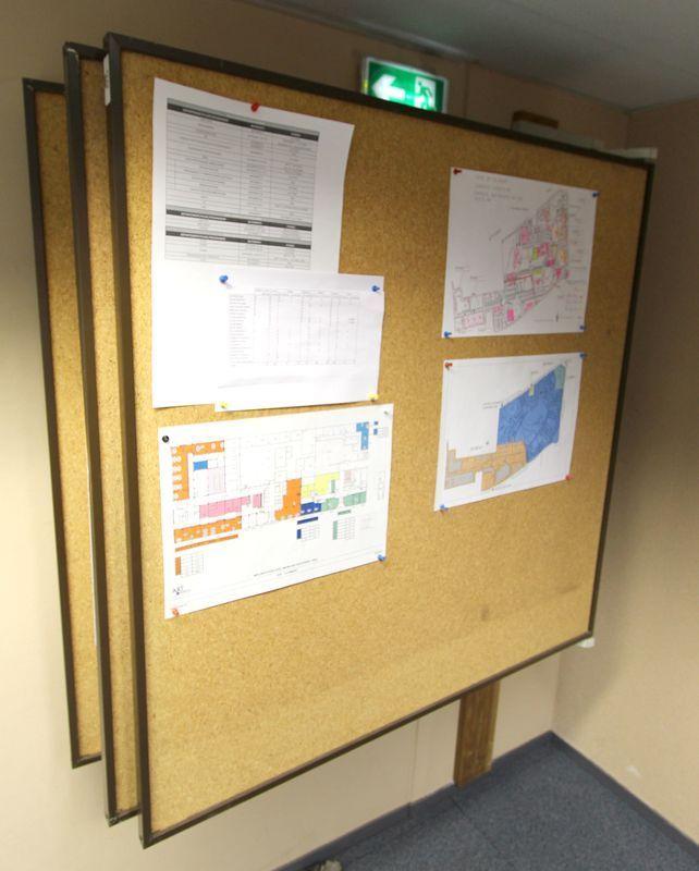 panneau daffichage a 5 panneaux de liege ouvrant en porte feuille dimensions dun panneau 118 x 118. Black Bedroom Furniture Sets. Home Design Ideas