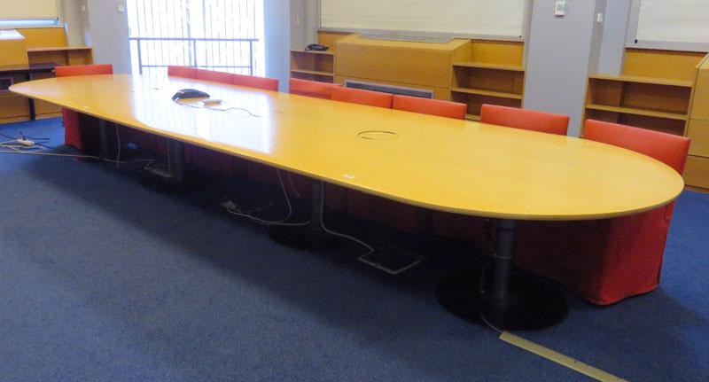 Importante table de reunion ovale pour 18 personnes for Container reunion prix