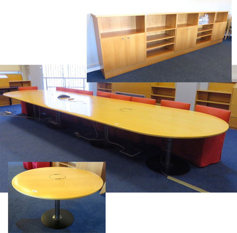importante table de reunion ovale pour 18 personnes composee de 4 elements plateau de couleur hetre. Black Bedroom Furniture Sets. Home Design Ideas
