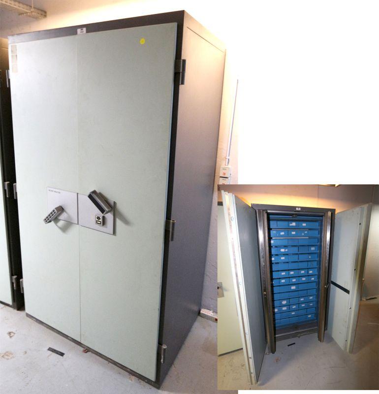armoire forte ignifugee de marque fichet bauche ouvrant. Black Bedroom Furniture Sets. Home Design Ideas