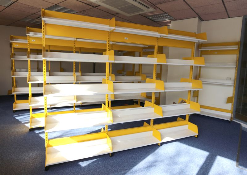 rayonnage de bibliotheque metallique laque jaune et blanc. Black Bedroom Furniture Sets. Home Design Ideas