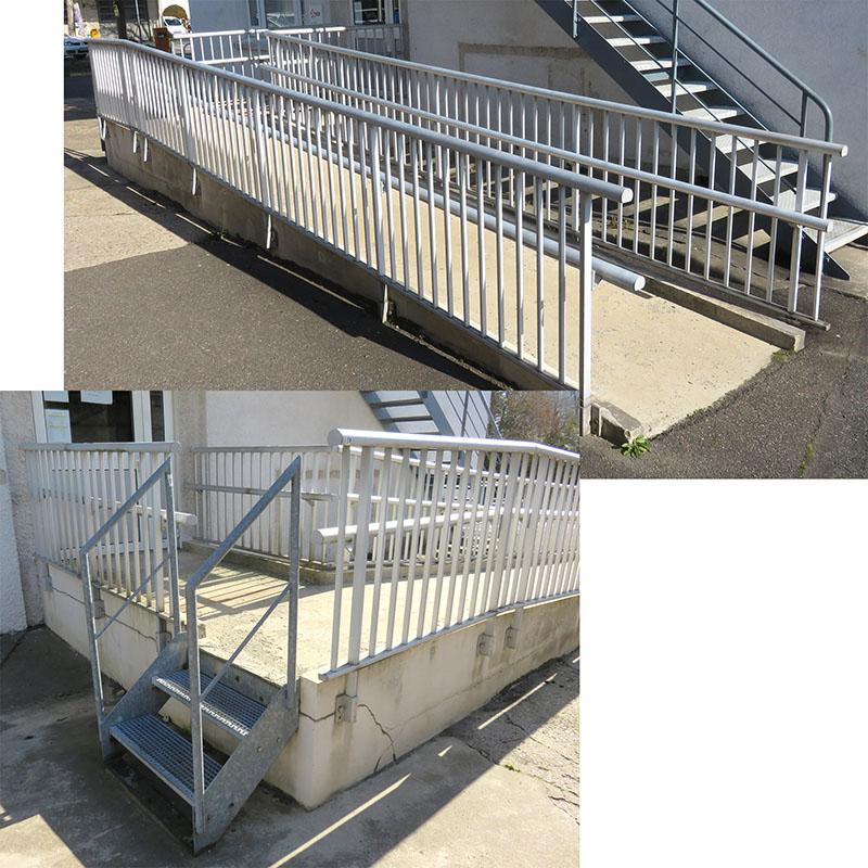 Escalier 2 Marches En Acier Galvanise Et Rampe De Protection En Aluminium De Marque Bugal Environ 1