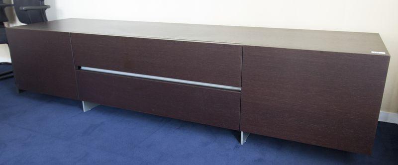 Meuble bas en bois laque noir ouvrant par deux tiroirs et - Meuble bas noir laque ...