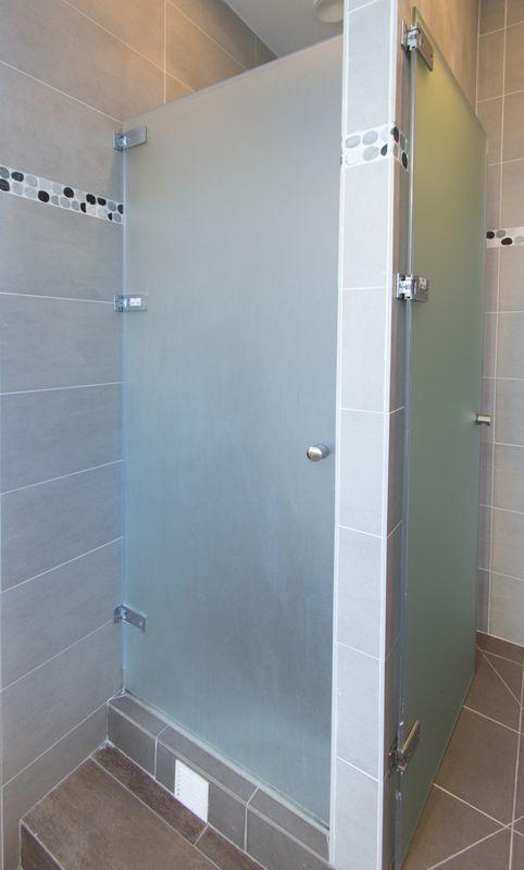 porte de douche a litalienne en verre sable 217 x 77 cm localisation douches messieurs. Black Bedroom Furniture Sets. Home Design Ideas