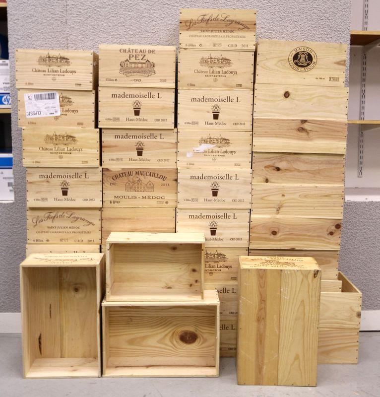 39 caisses en bois de bouteilles de vins differentes tailles. Black Bedroom Furniture Sets. Home Design Ideas