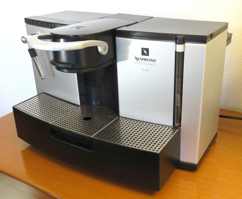 machine a cafe de marque nespresso professional modele es 100. Black Bedroom Furniture Sets. Home Design Ideas