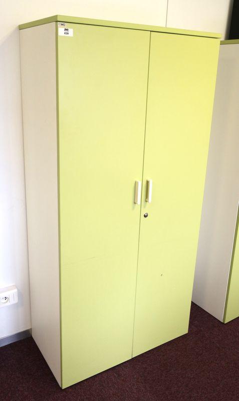 10 armoires metallique laquee blanche de marque famo ouvrant par deux porte en bois de couleur aman. Black Bedroom Furniture Sets. Home Design Ideas