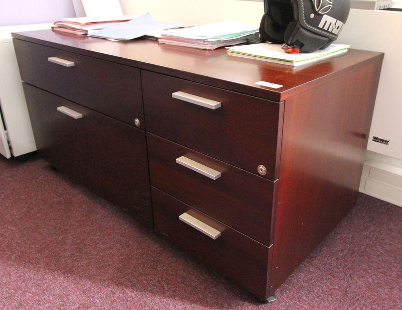 Ensemble de mobilier de bureau comprenant un bureau for Ensemble meuble bureau