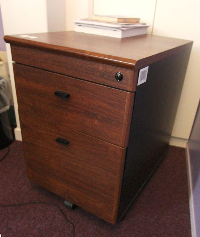 ensemble de mobilier de bureau comprenant un bureau. Black Bedroom Furniture Sets. Home Design Ideas