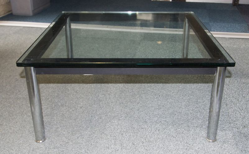 Le corbusier 1886 1965 table basse carre modele lc10 edition cassina pietement tubulaire en metal c - Table basse corbusier ...