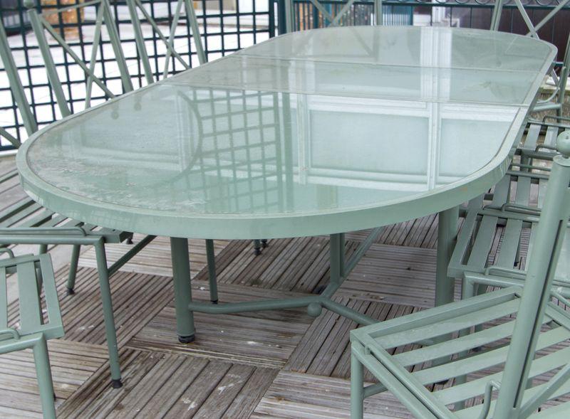 Ensemble de mobilier de jardin de marque hugonet paris modele victoria structure en profile alumini for Marque mobilier de jardin