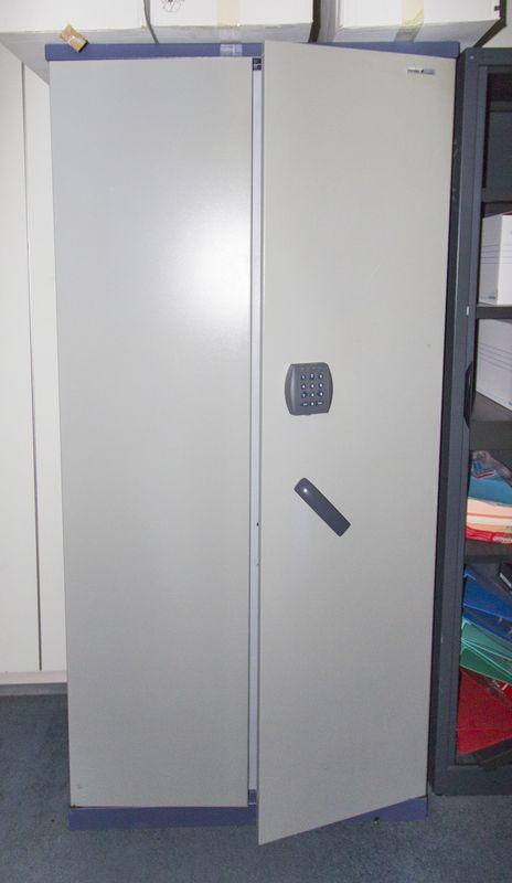 armoire forte de marque fichet modele enigma fermeture a. Black Bedroom Furniture Sets. Home Design Ideas