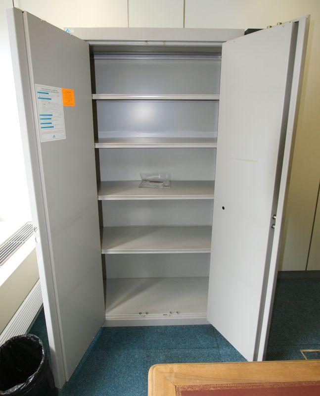 armoire forte de marque acial gris clair fermeture a cle et code vendue avec une cle combinaison 00. Black Bedroom Furniture Sets. Home Design Ideas