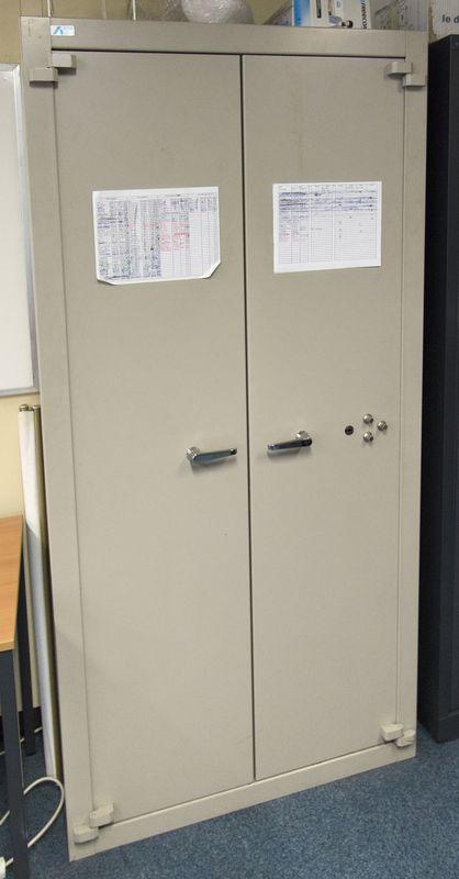 Armoire forte de marque acial modele 4e ouvrant par 2 portes fermeture a cle et combinaison 000 ven - Promesse de porte fort modele ...