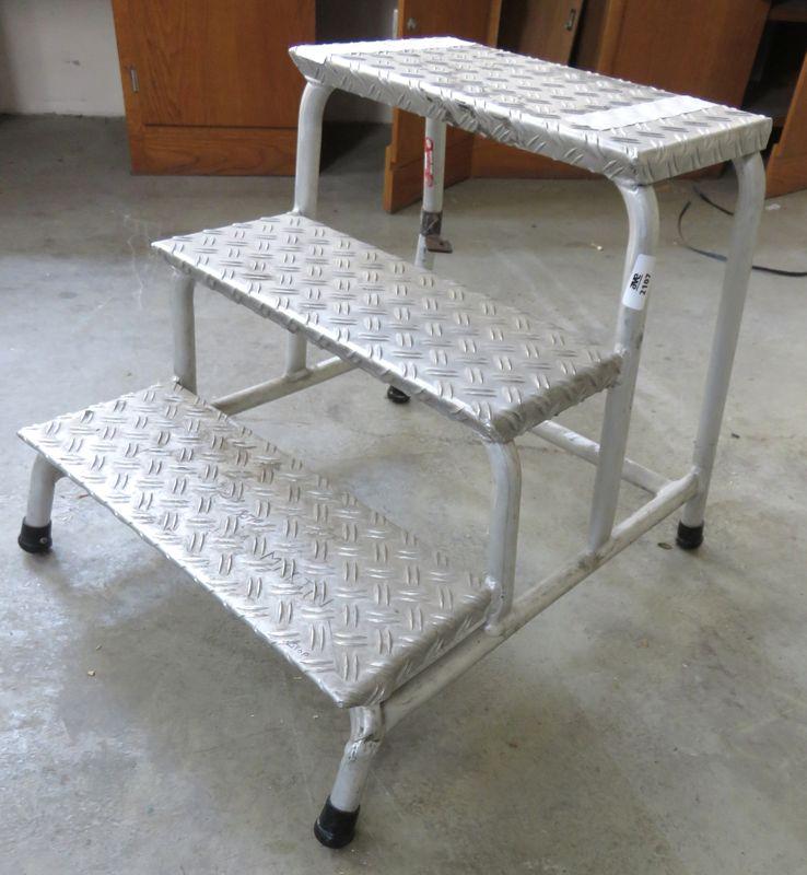 escalier 3 marches en aluminium batiment ta 220. Black Bedroom Furniture Sets. Home Design Ideas