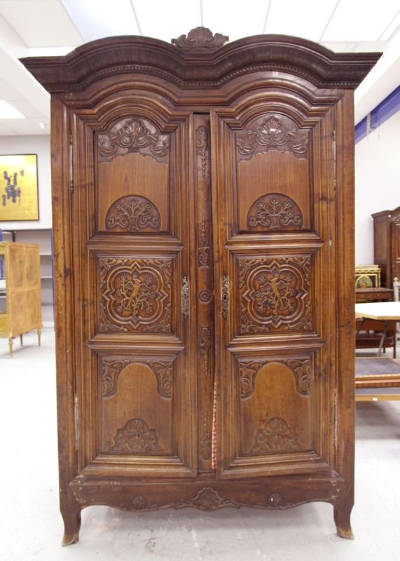 armoire rennaise en bois naturel sculpte corniche a double. Black Bedroom Furniture Sets. Home Design Ideas