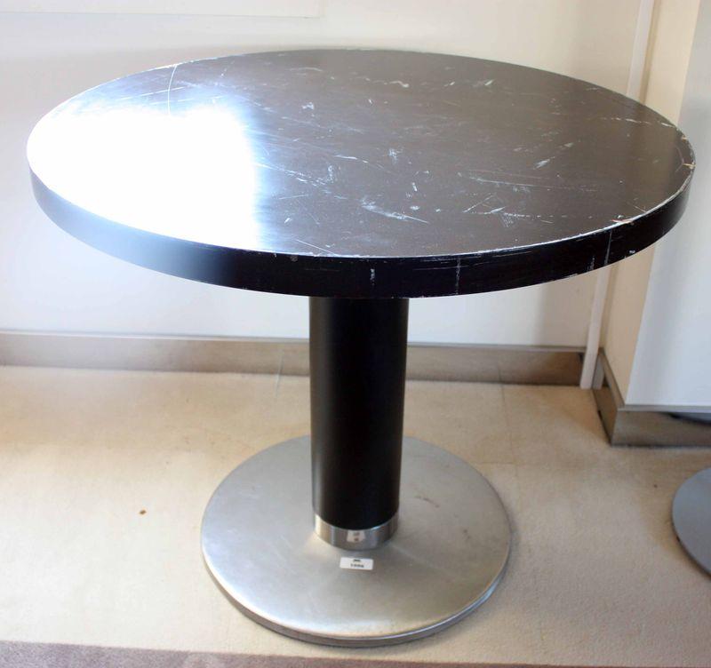Lot 10063 unitestable de restaurant plateau circulaire en bois fonce pietement central metal et boi - Plateau de table restaurant ...