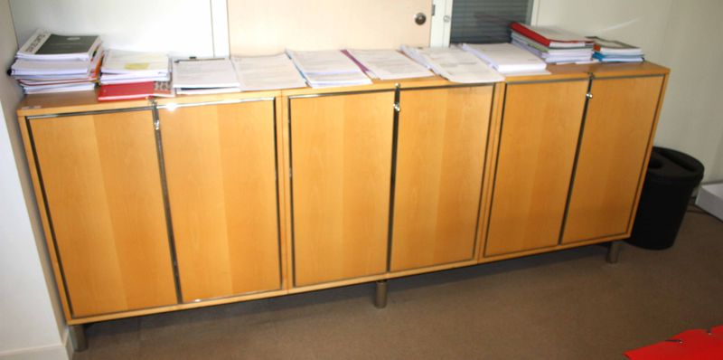 meuble bas ouvrant par 6 portes en bois de citronnier pietement metal chrome dim 92 x 240 x 45 cm 1. Black Bedroom Furniture Sets. Home Design Ideas