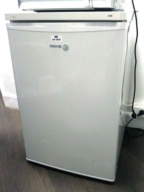 refrigerateur de marque fagor modele fa1504 rdc. Black Bedroom Furniture Sets. Home Design Ideas