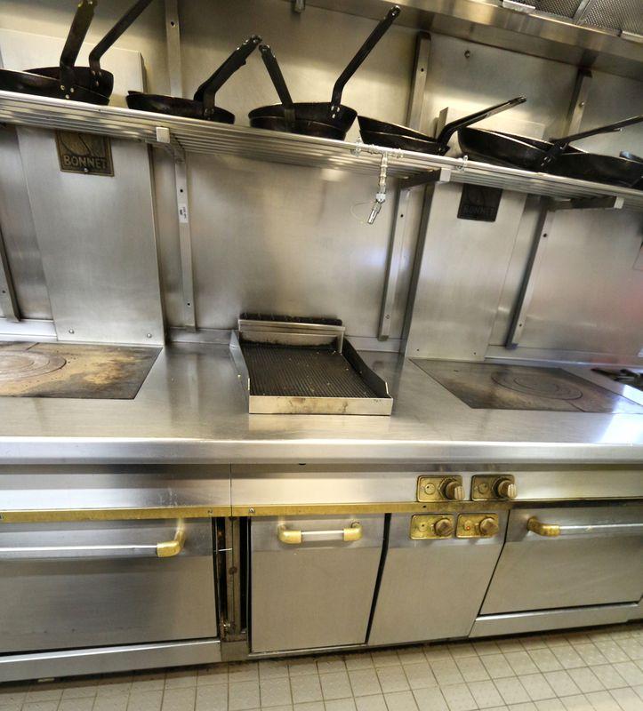 Piano de cuisson de marque bonnet comprenant 4 feux deux plaques un grill 2 f - Piano de cuisson marque italienne ...
