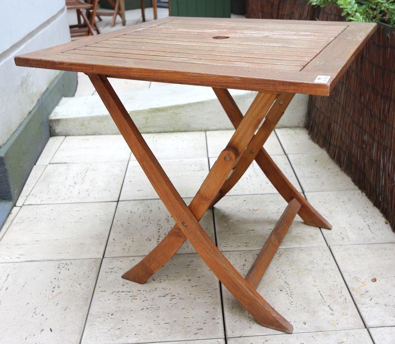 lot-1094-12-unites-table-de-jardin-carree-en-teck-pliante-de ...