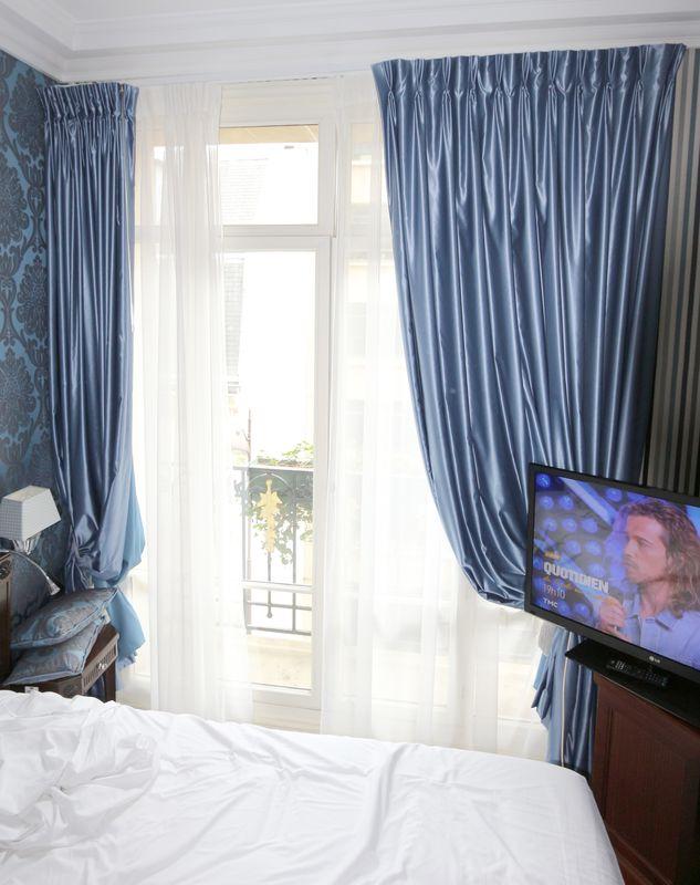 Mobilier de chambre a coucher comprenant tete de lit et for Mobilier chambre a coucher