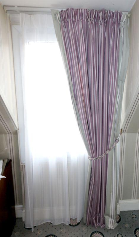 rideaux en tissu raye parme et gris voilage blanc 2 tringles coulissantes embrase dimensions 215 x. Black Bedroom Furniture Sets. Home Design Ideas